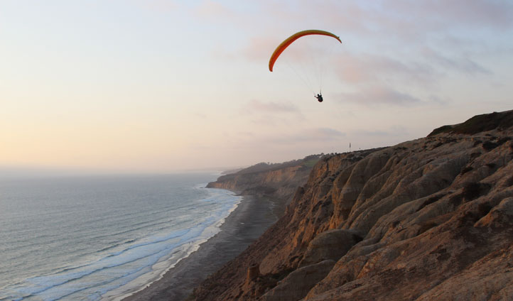 Hang-gliders in La Jolla, USA