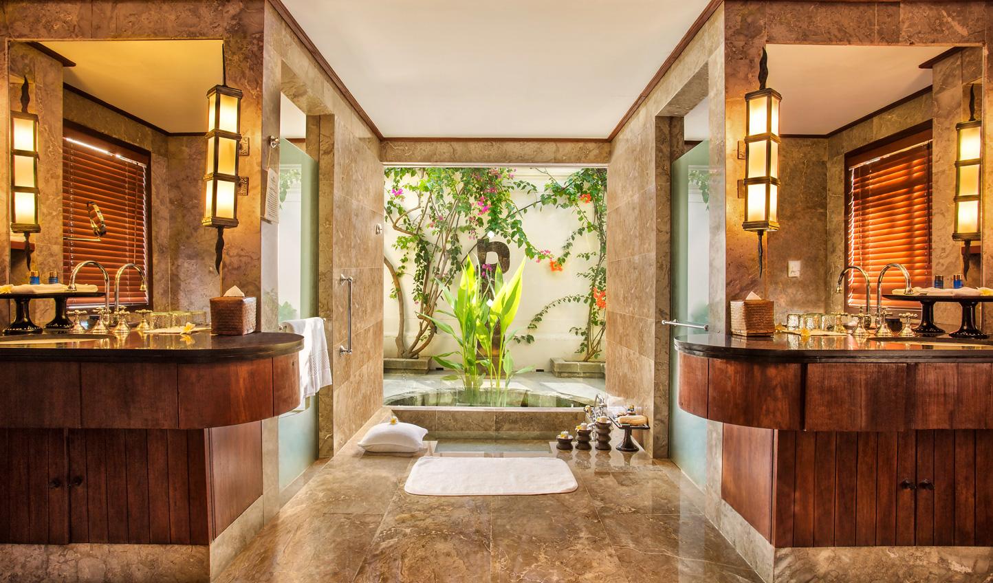 Tropical luxury runs throughout the Oberoi