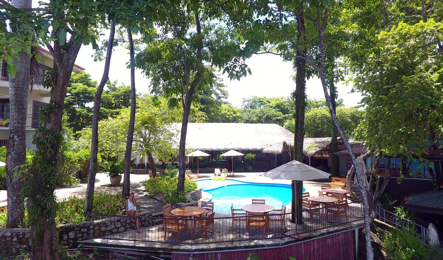 Sunbathe around the pool
