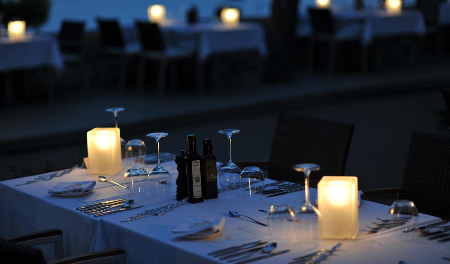Savour warm Mediterranean evenings with dinner al fresco