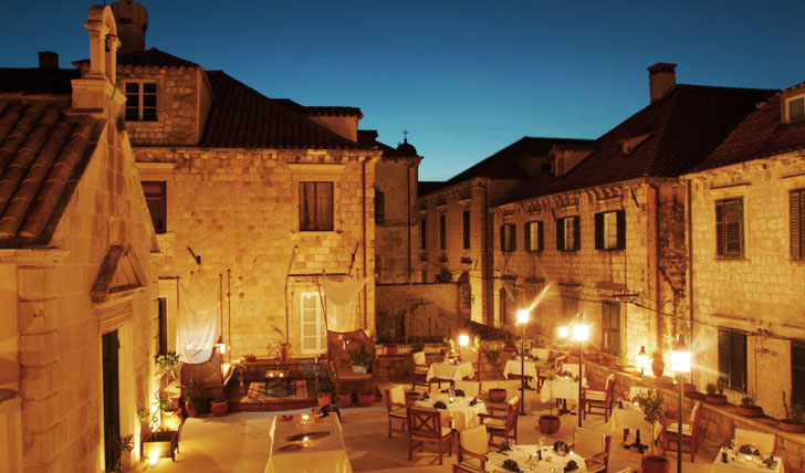 Roof top dining at the Pucic Palace