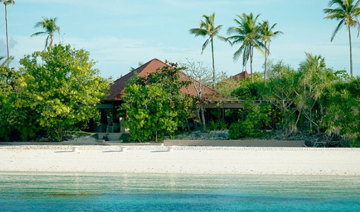 Beachside villas Amanpulo