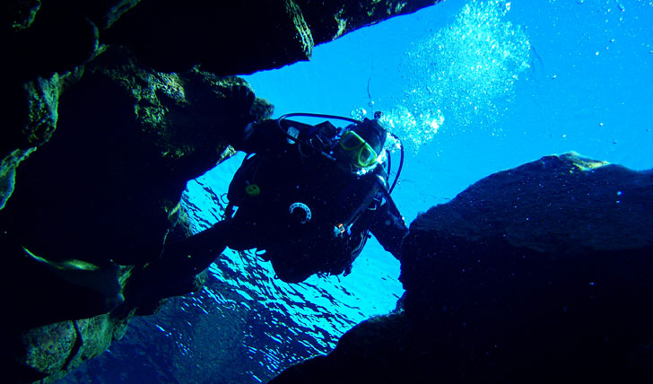 Dive between two tectonic plates in Iceland