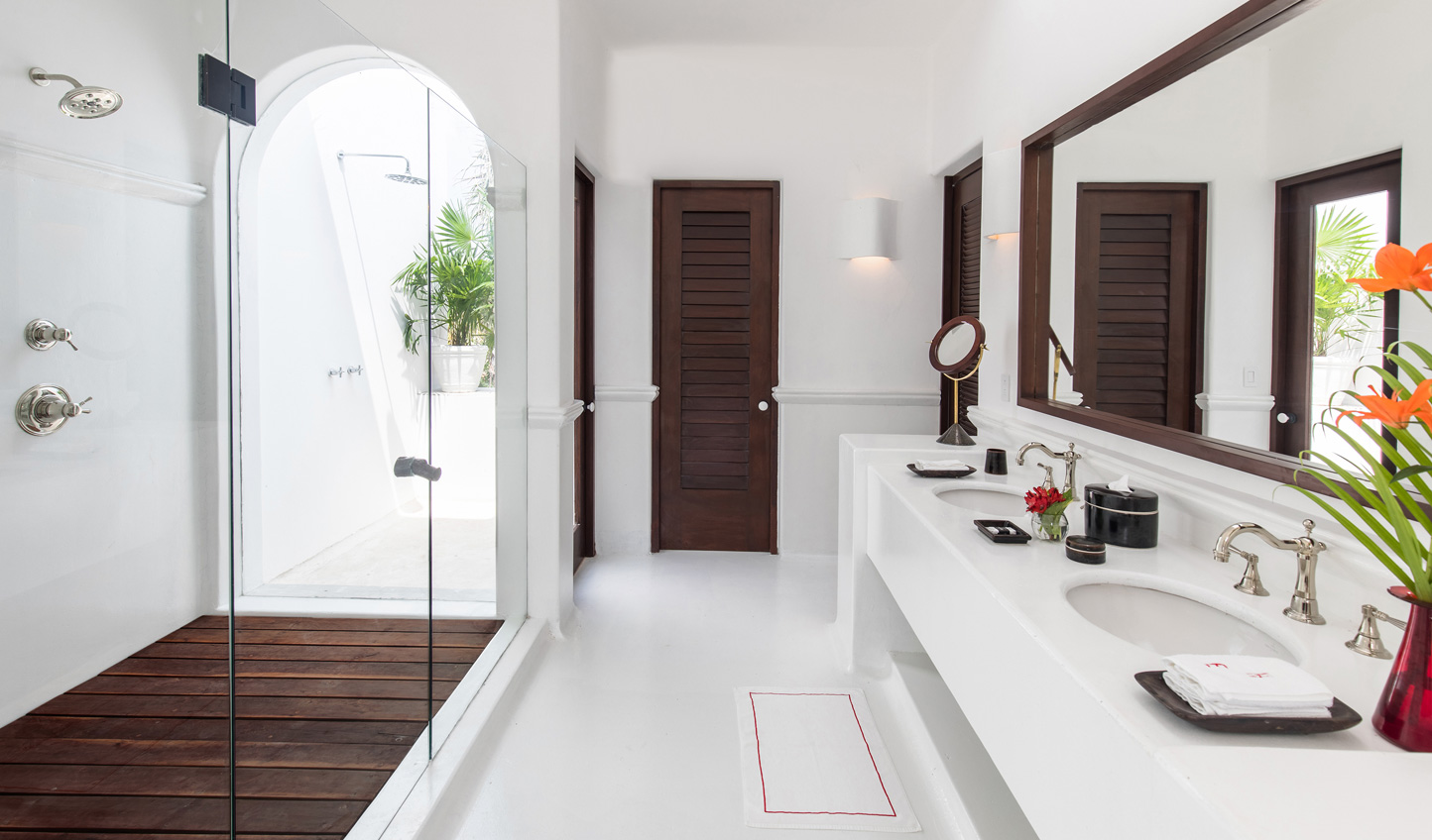 Bringing the outdoors in in light and airy bathrooms
