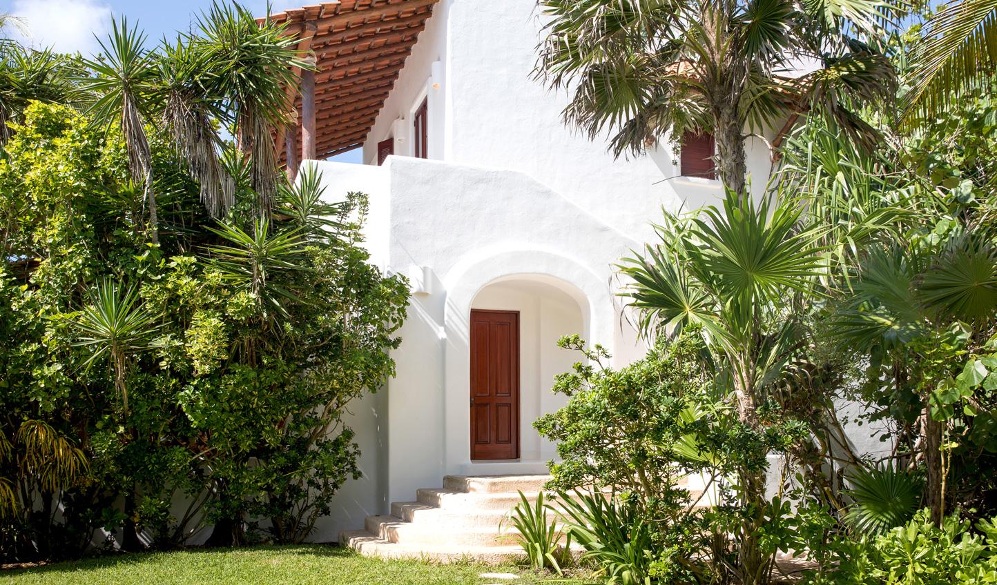 A tropical retreat awaits you at Esencia