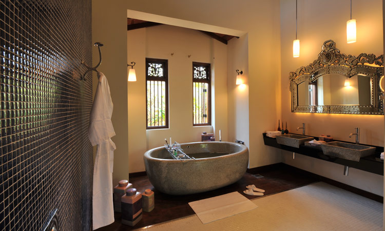 Bathroom at the Reef Villa