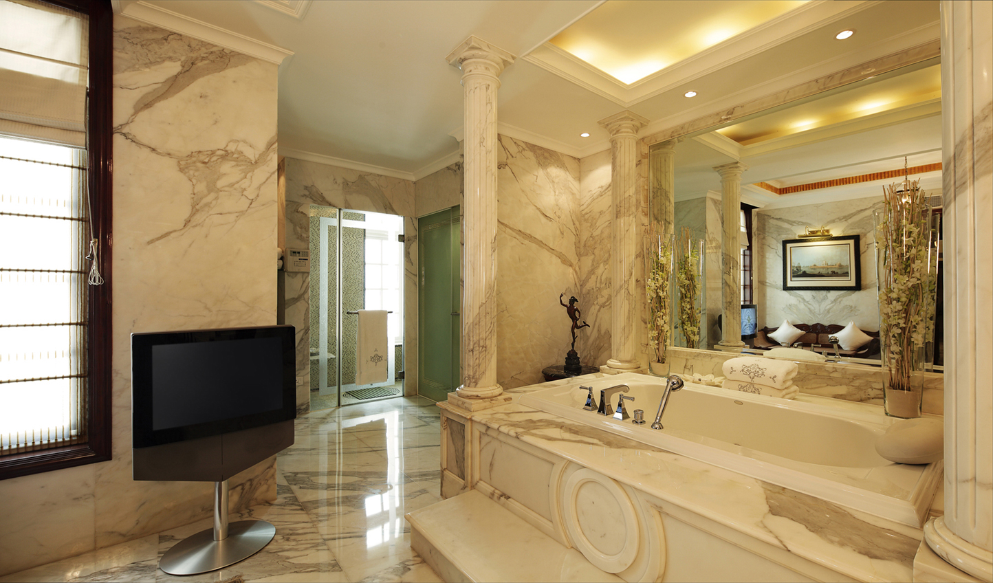 A bathroom fit for royalty