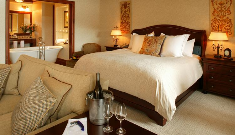 Quintessence hotel   Mont Tremblant   hotel bedroom