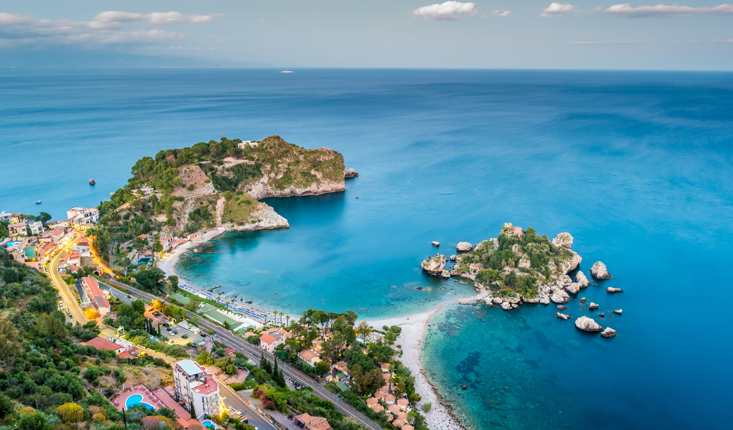 Discover beautiful coves in Taormina
