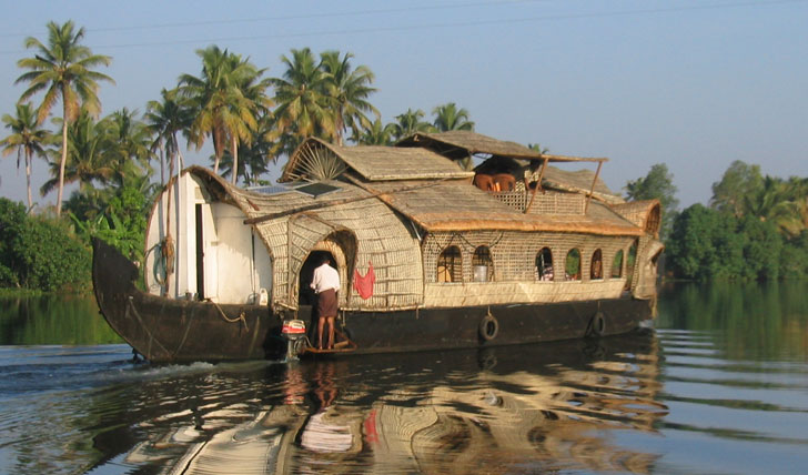 Sail Through the Backwaters Of Kerala On A Luxury Houseboat