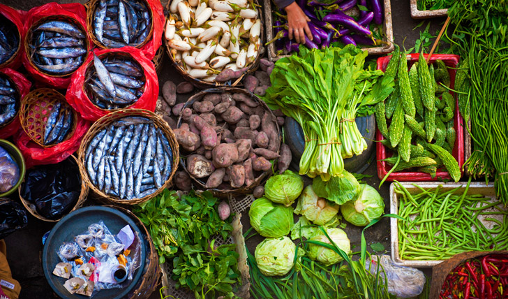 Browse the local delicacies at Ubud's market
