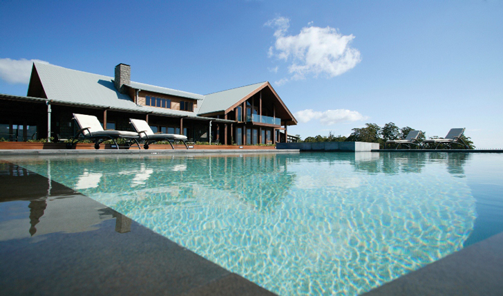 Luxury holidays to Australia | Black Tomato | Spicers Peak pool
