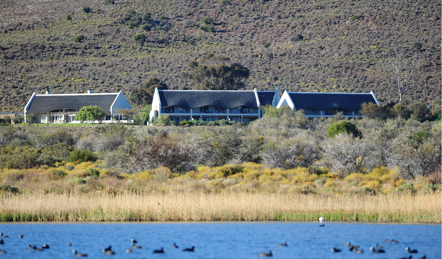 Gondwana Lodge on the edge of the water