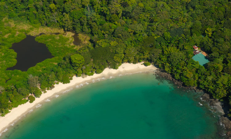 emerald water in manuel antonio
