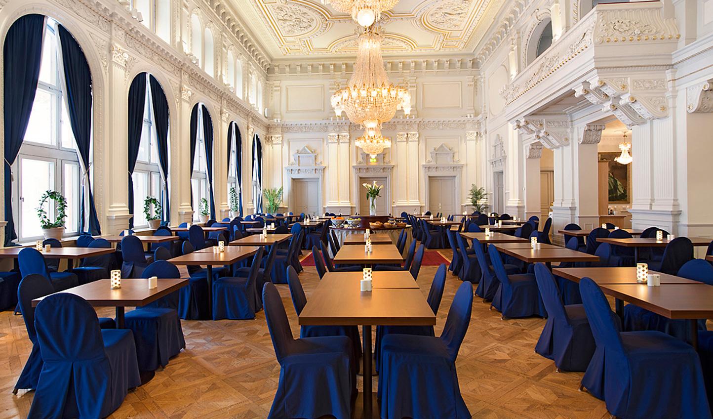 The opulent breakfast room