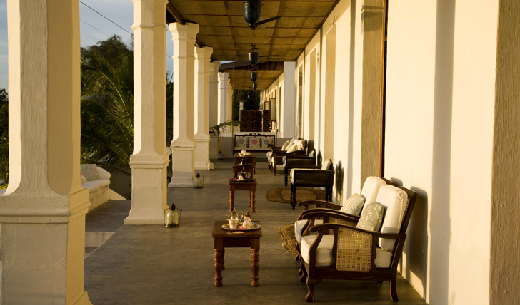 Lounge on the front Veranda