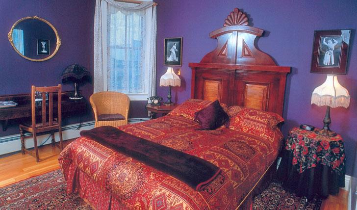 Yukon Hotel Bombay Peggy's
