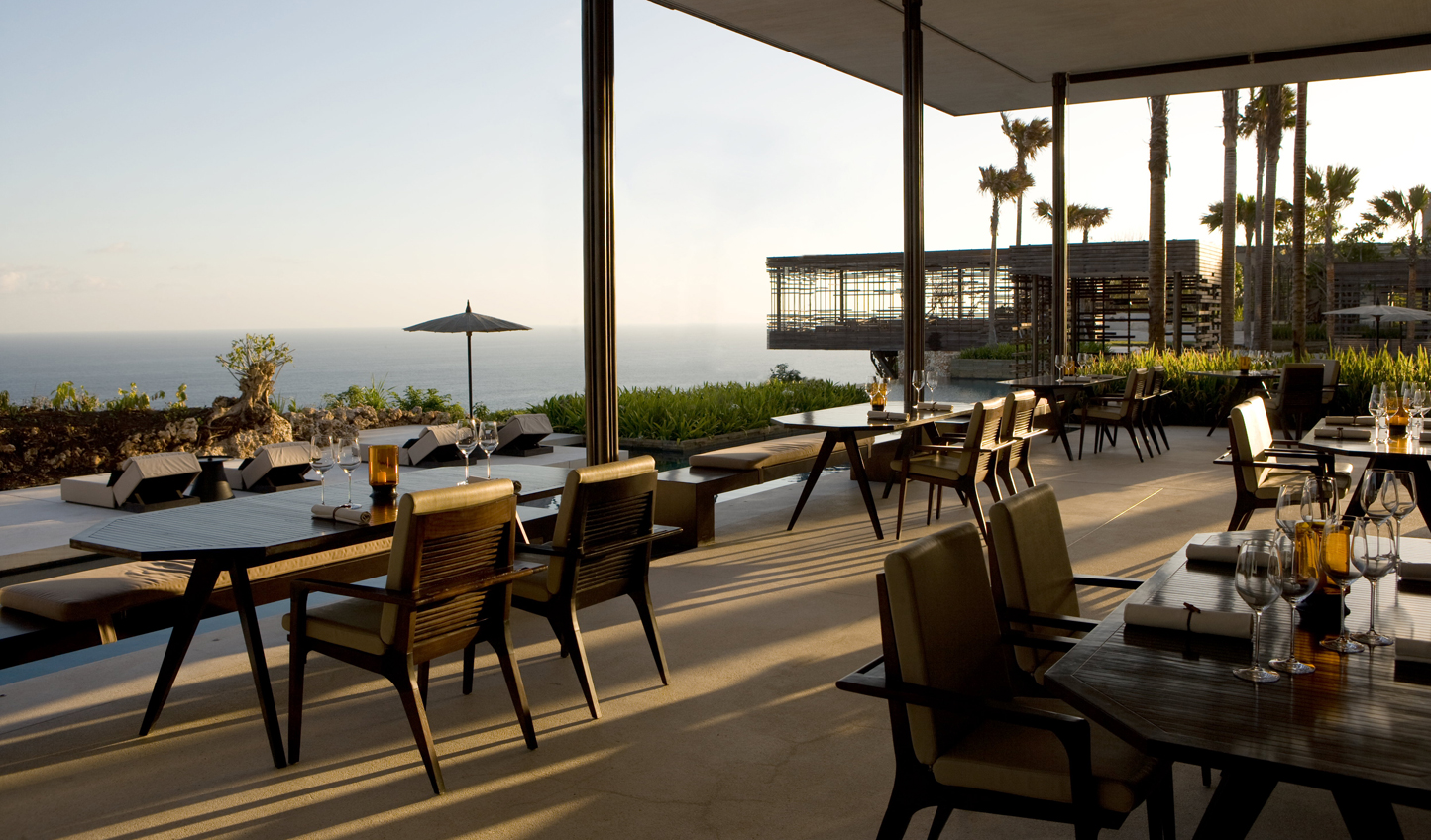 Relaxed dining with a breathtaking view