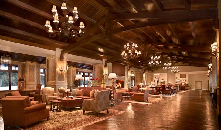 Sip a cocktail in the Vista Lounge
