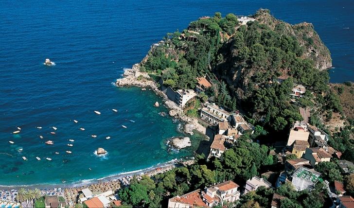 Stunning views over the Bay of Mazzarò from Taormina