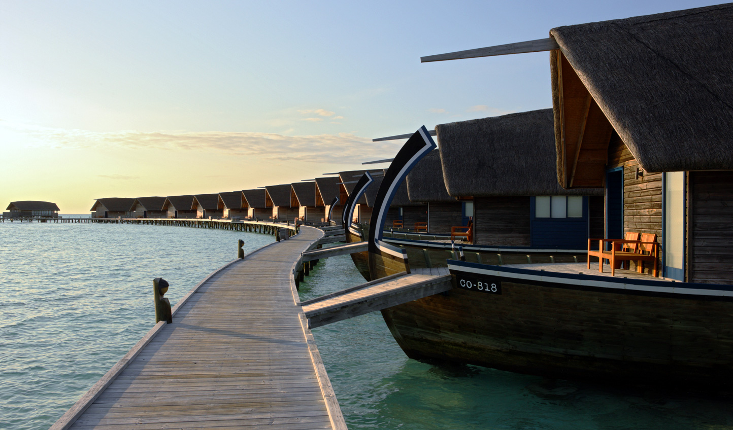 Villa architecture takes its inspiration from traditional Maldivian dhonis