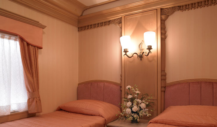 Golden Chariot bedroom