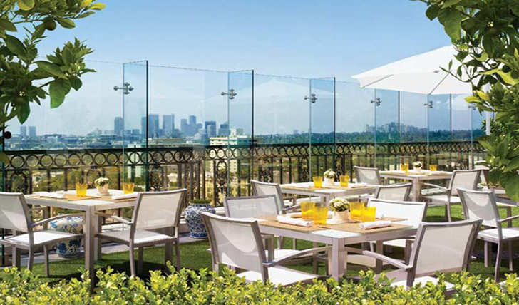 Summer dining with views of Los Angeles
