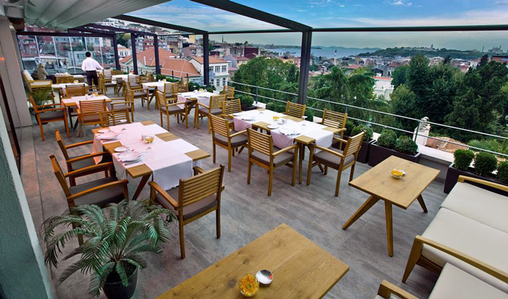 Dinner on the Terrace at Tomtom suites