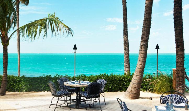 Breakfast in the ocean breeze