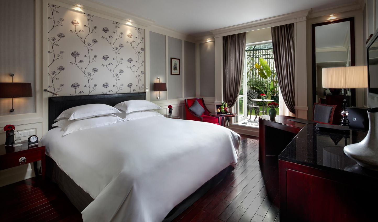 Step straight from your room into the Metropole's tranquil gardens