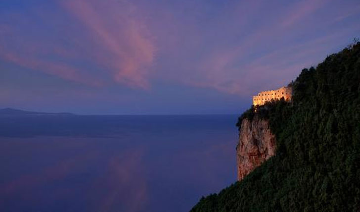 Cliff top Monastero Santa Rosa