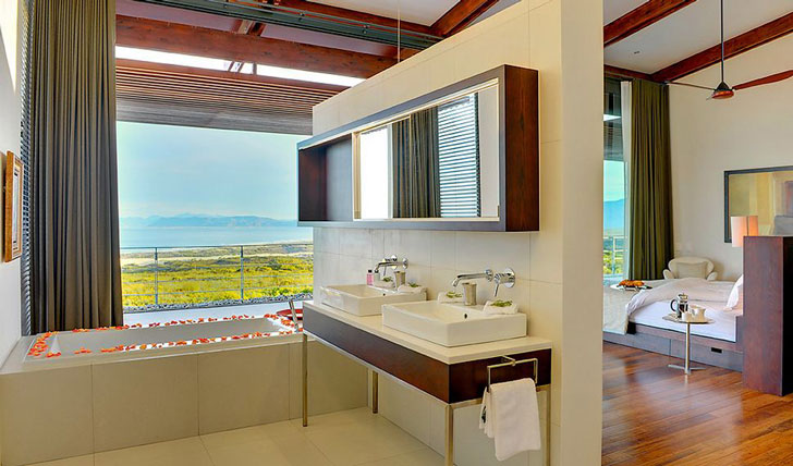 A tub with a view, Grootbos | Black Tomato