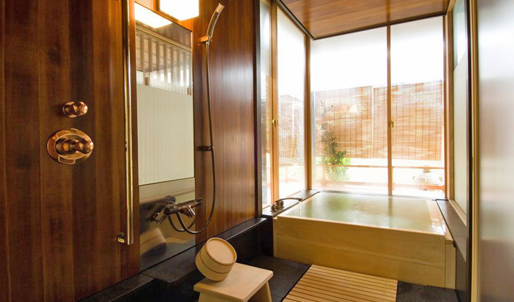Infinity Bathtub in Hiiragiya | Kyoto | Black Tomato