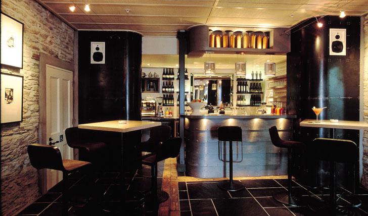The bar at Eichardt's hotel