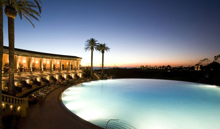 Relax poolside, Pelican Hill
