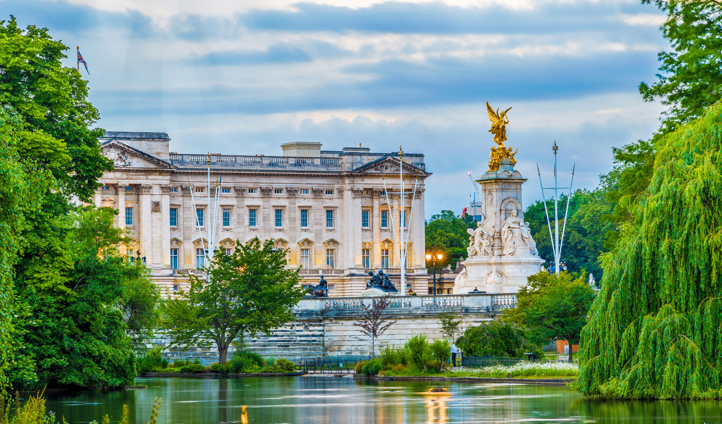Discover the history of London as you stroll past some of its most famous sights
