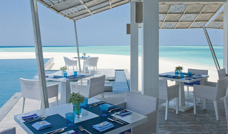 Beachside dining at Four Seasons
