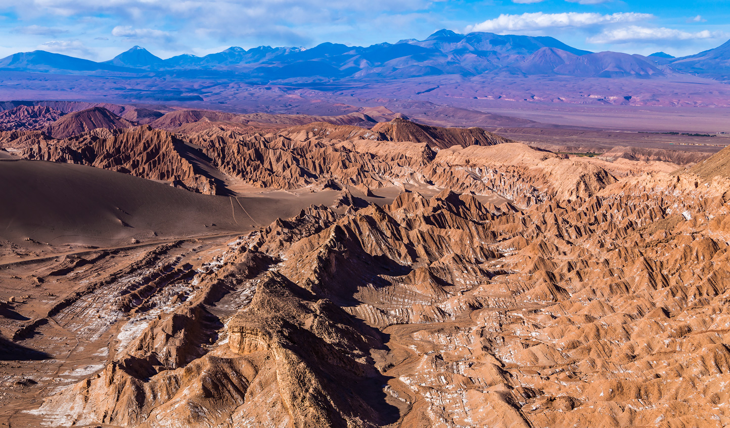 Valle de la Luna is so called because the rock formations make it look like the surface of the moon