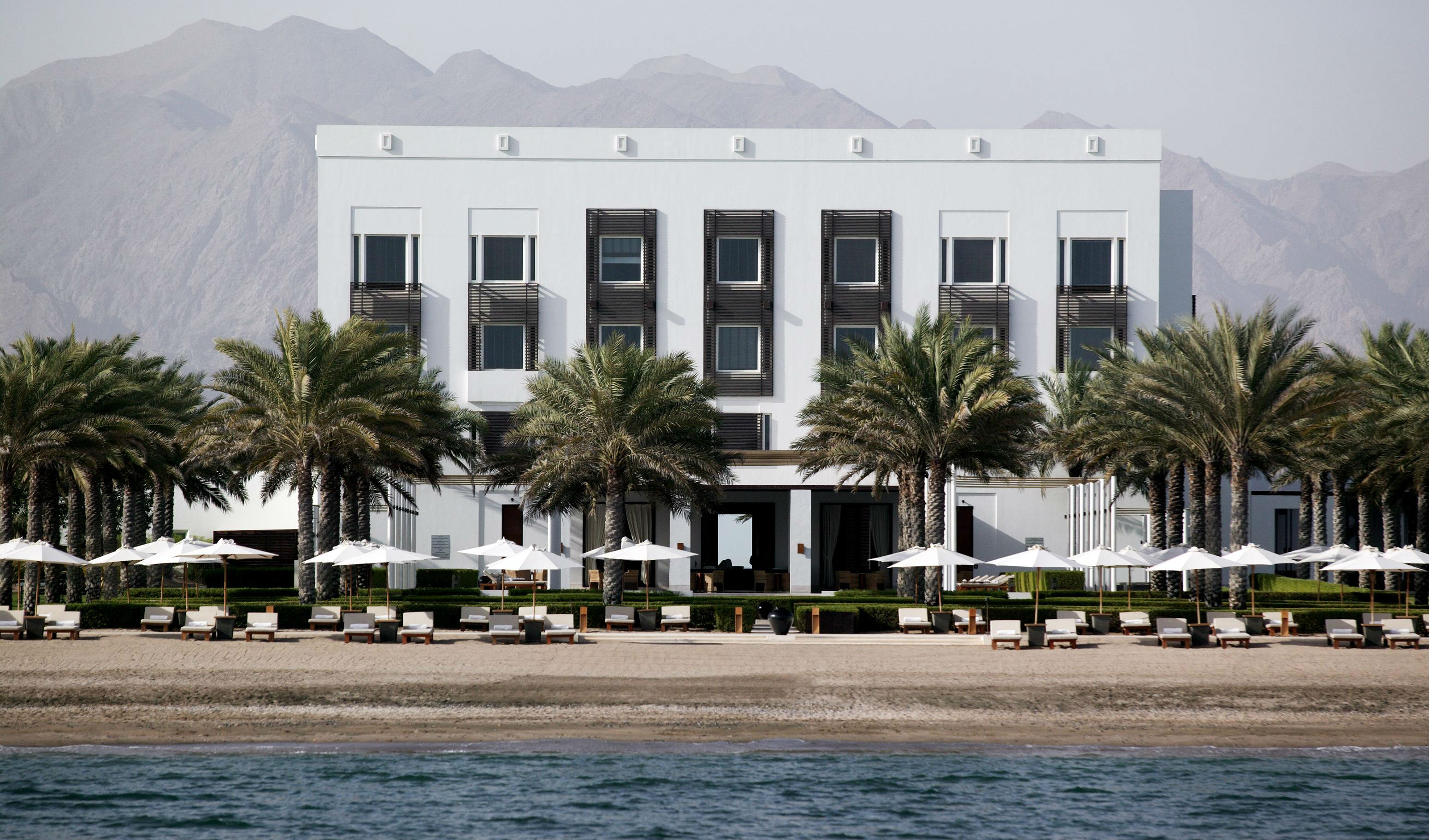Find your sun lounger at the Chedi Muscat
