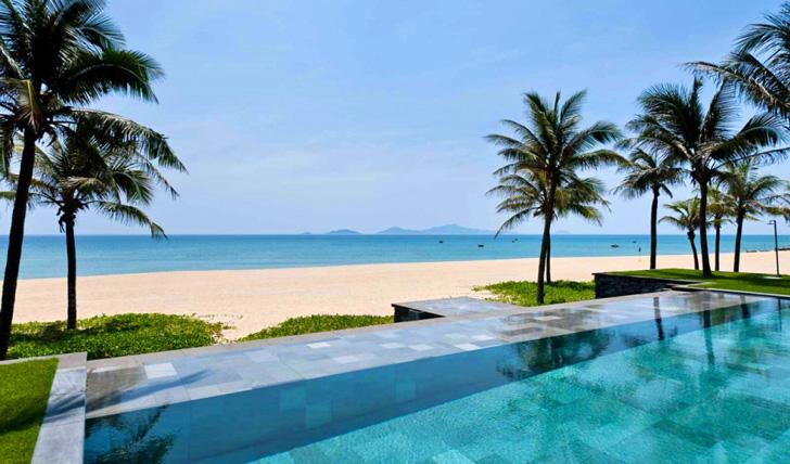 The beach front, Nam Hai