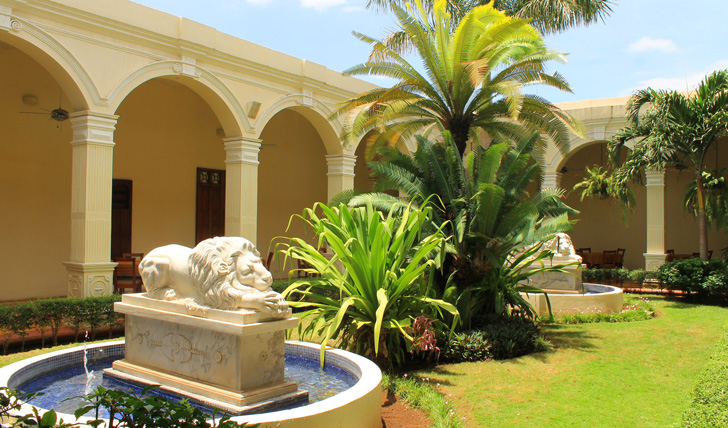 The beautiful gardens of La Perla