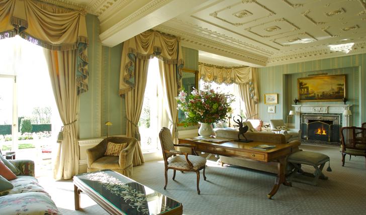 Luxury English Hotel
