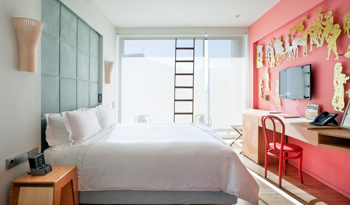 Simple and modern studio guestroom