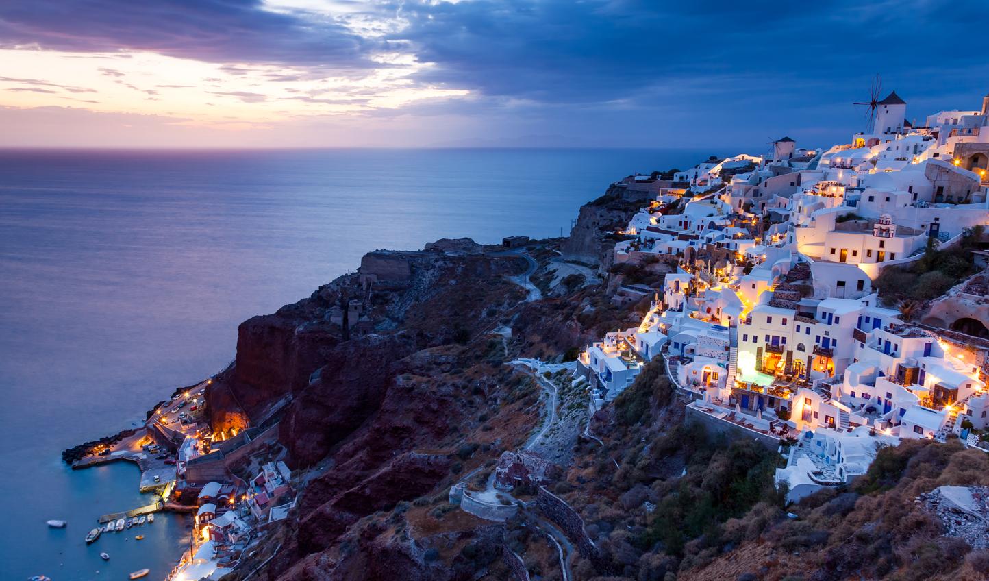 Oia,-Santorini-overlooking-