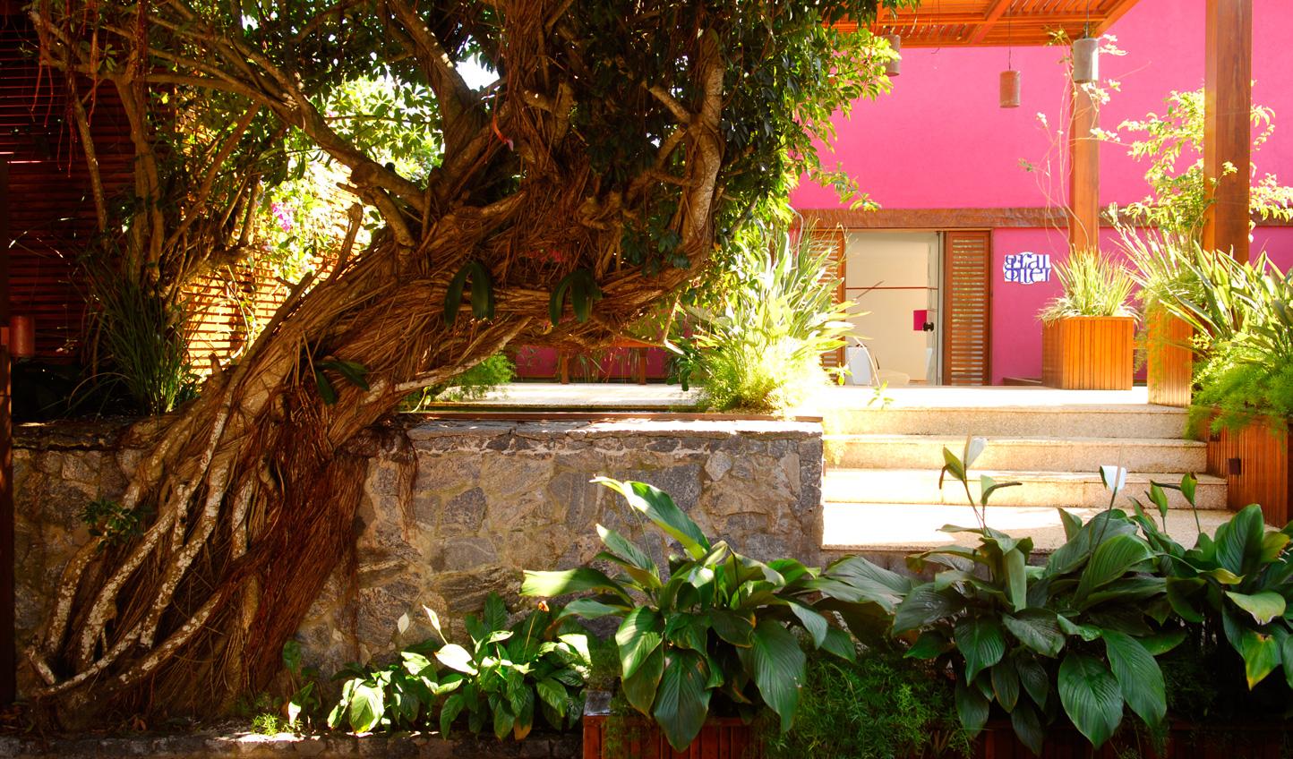 Make an entrance at Insolito
