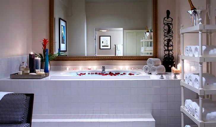 Chic modern bathrooms