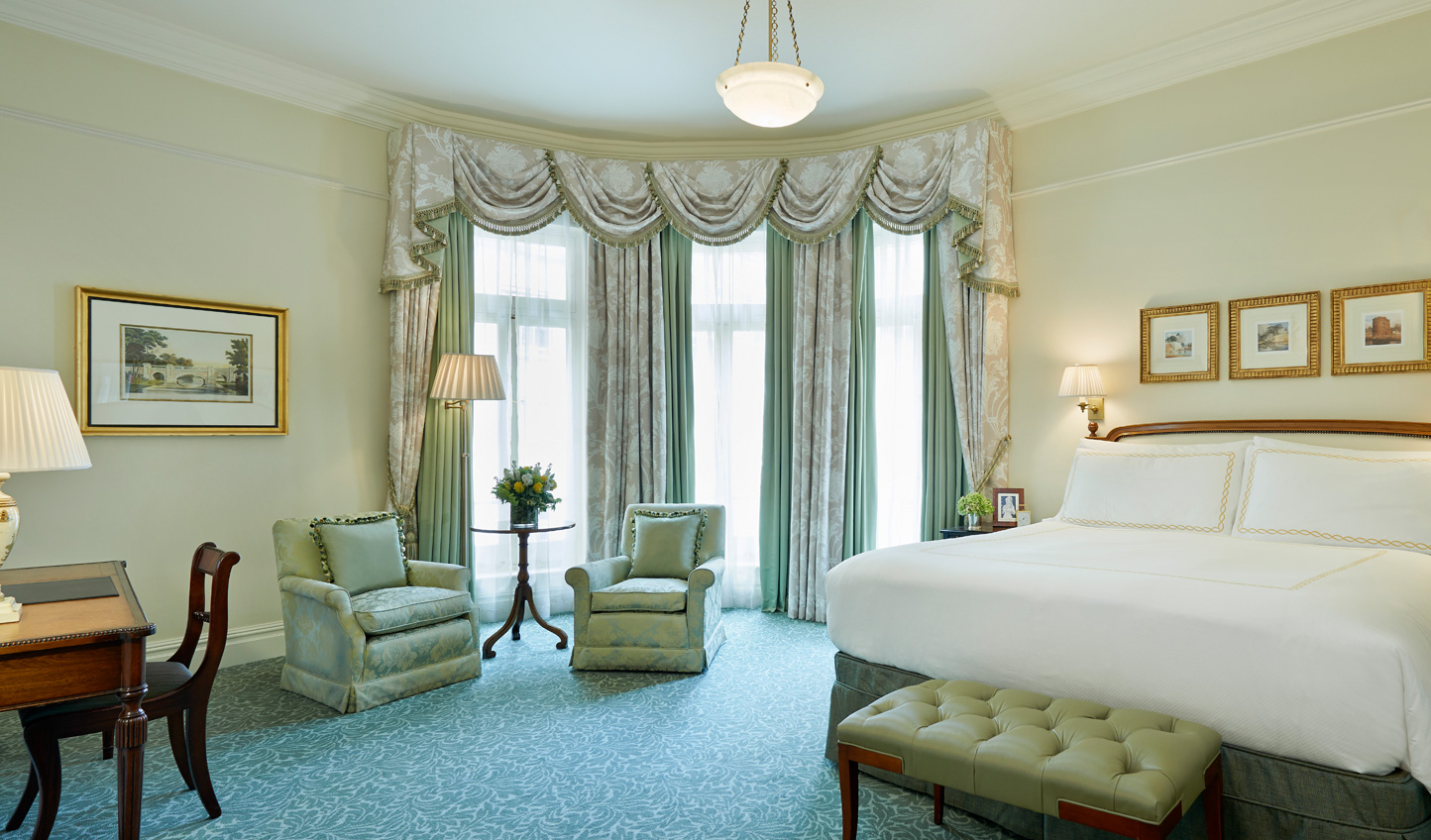 Pretty Pastels in your King Edwardian Suite