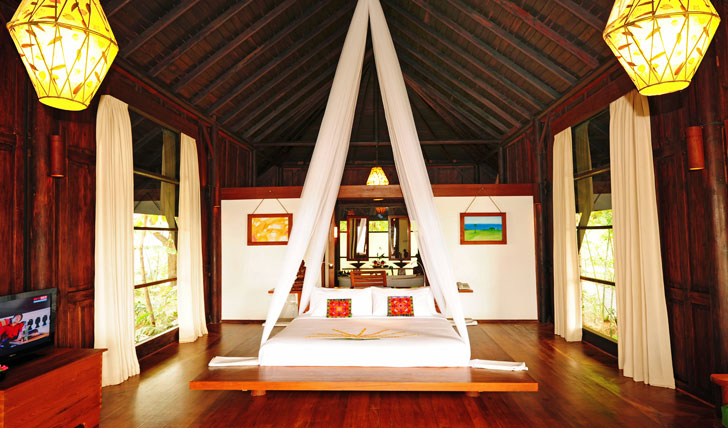 Double bed at Villa Inle