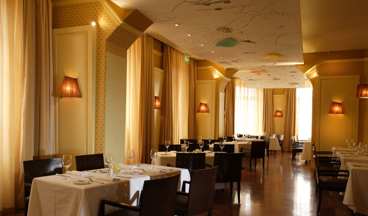 Restaurant of luxury hotel in Quito