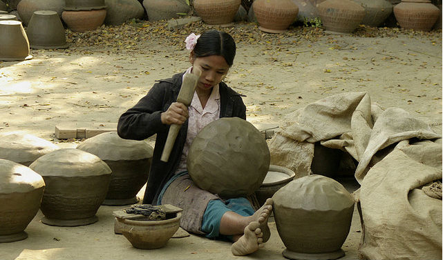 Join the villagers of Pa O Village to make some pottery
